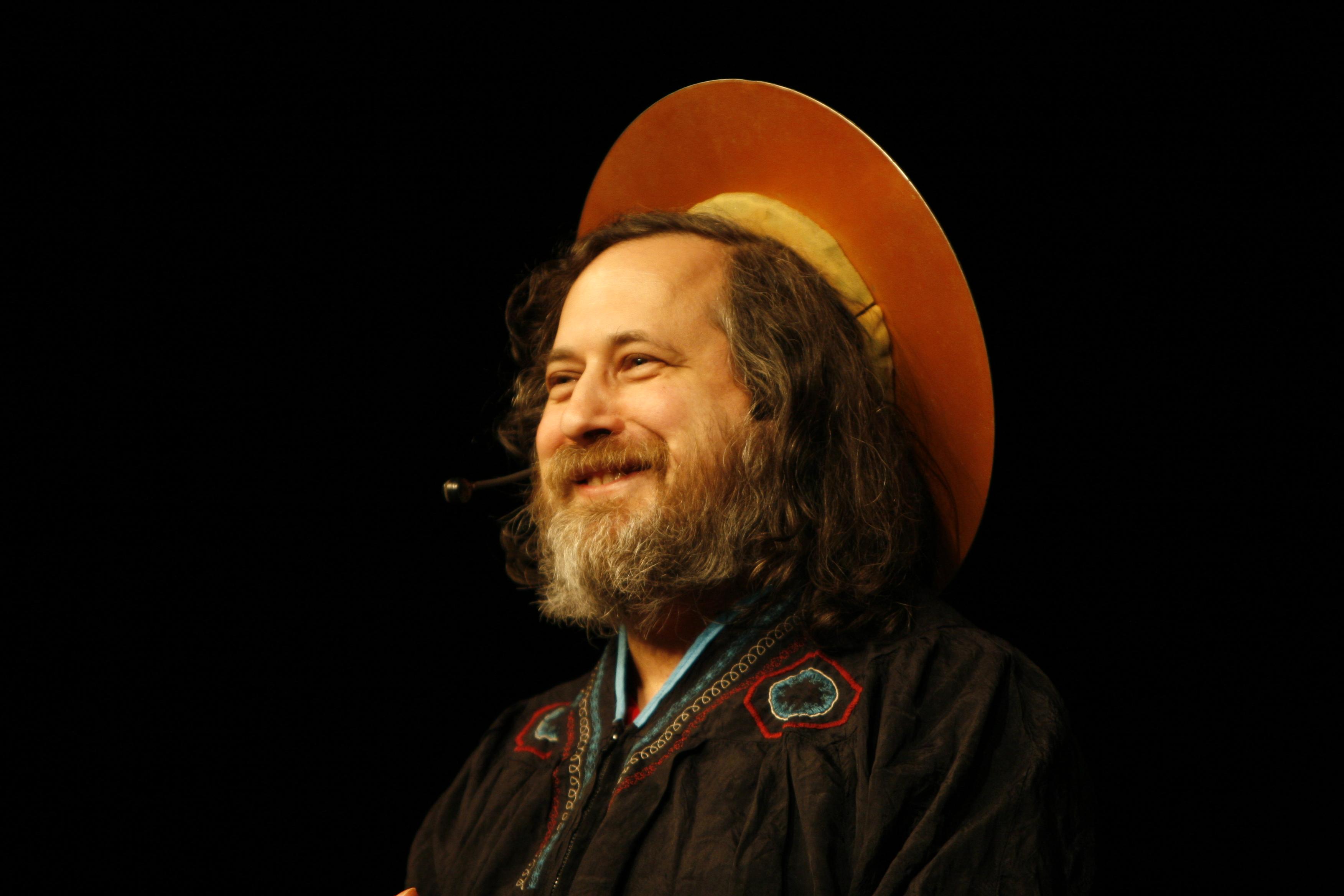 Desde mediados de los 90, Stallman ha pasado la mayoría de su tiempo luchando por la libertad de los usuarios.