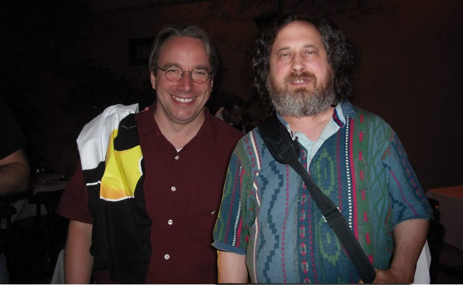 Desde entonces, el kernel y el sistema GNU han ido de la mano, y de su unión han nacido para crear el sistema operativo GNU/Linux, del cual hay miles de distribuciones.